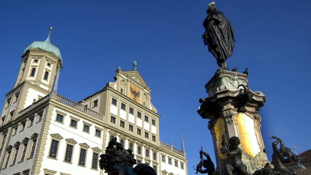Augsburer Rathaus mit Brunnen   Bild:picture-alliance/dpa/Stefan Puchner