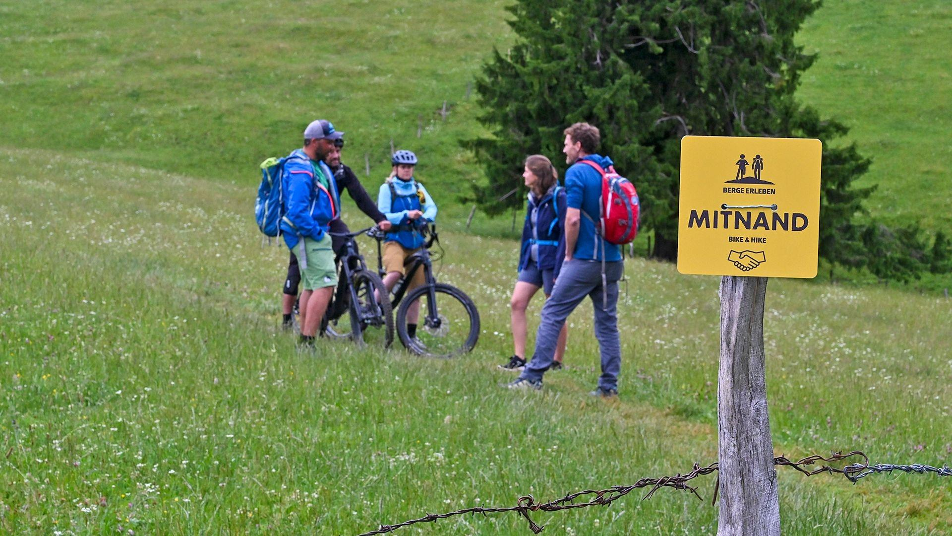 Mountainbiker, Wanderer und Bergauf-Bergab-Moderator Michi Düchs im Chiemgau