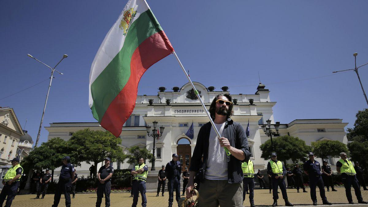 Mann mit Flagge.