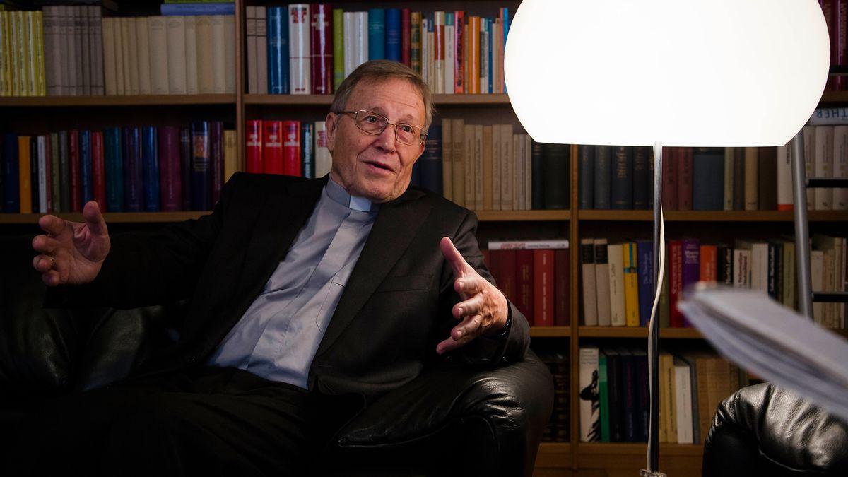 Kurienkardinal Walter Kasper bei einem Interview im Jahr 2014.