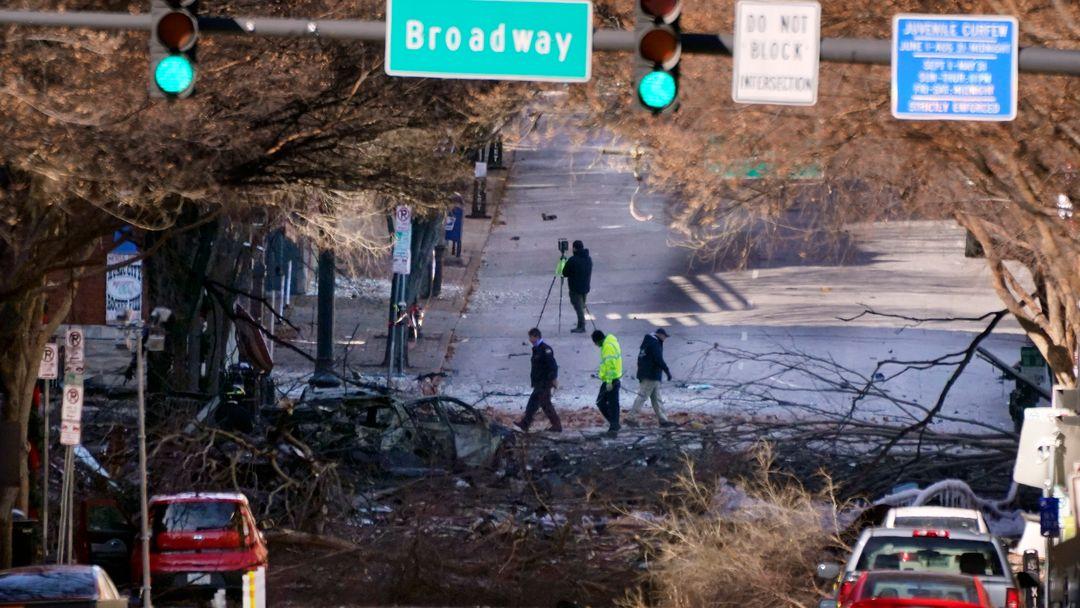 Nashville: Ermittler untersuchen die Trümmer am Ort der Explosion.