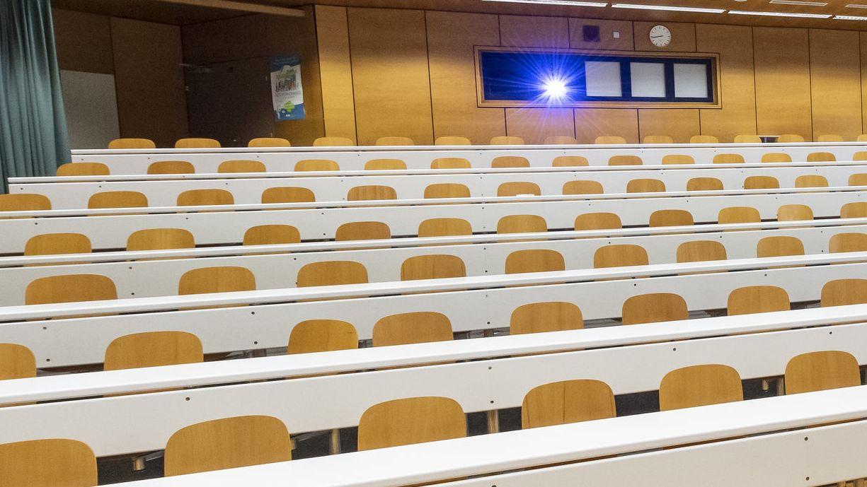 Leerer Hörsaal in Lausanne
