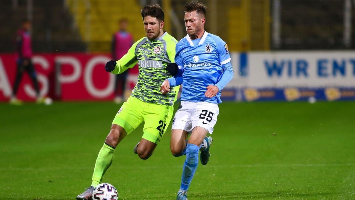 Zweikampf in der Partie zwischen dem TSV 1860 München und dem SV Wehen Wiesbaden