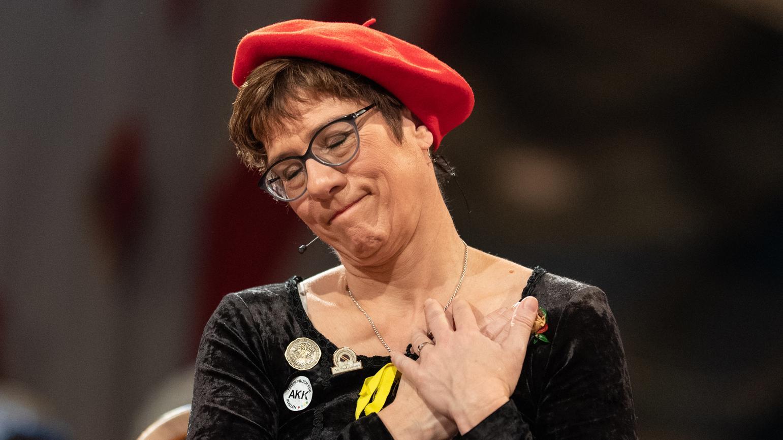 Annegret Kramp-Karrenbauer vor dem Stockacher Narrengericht