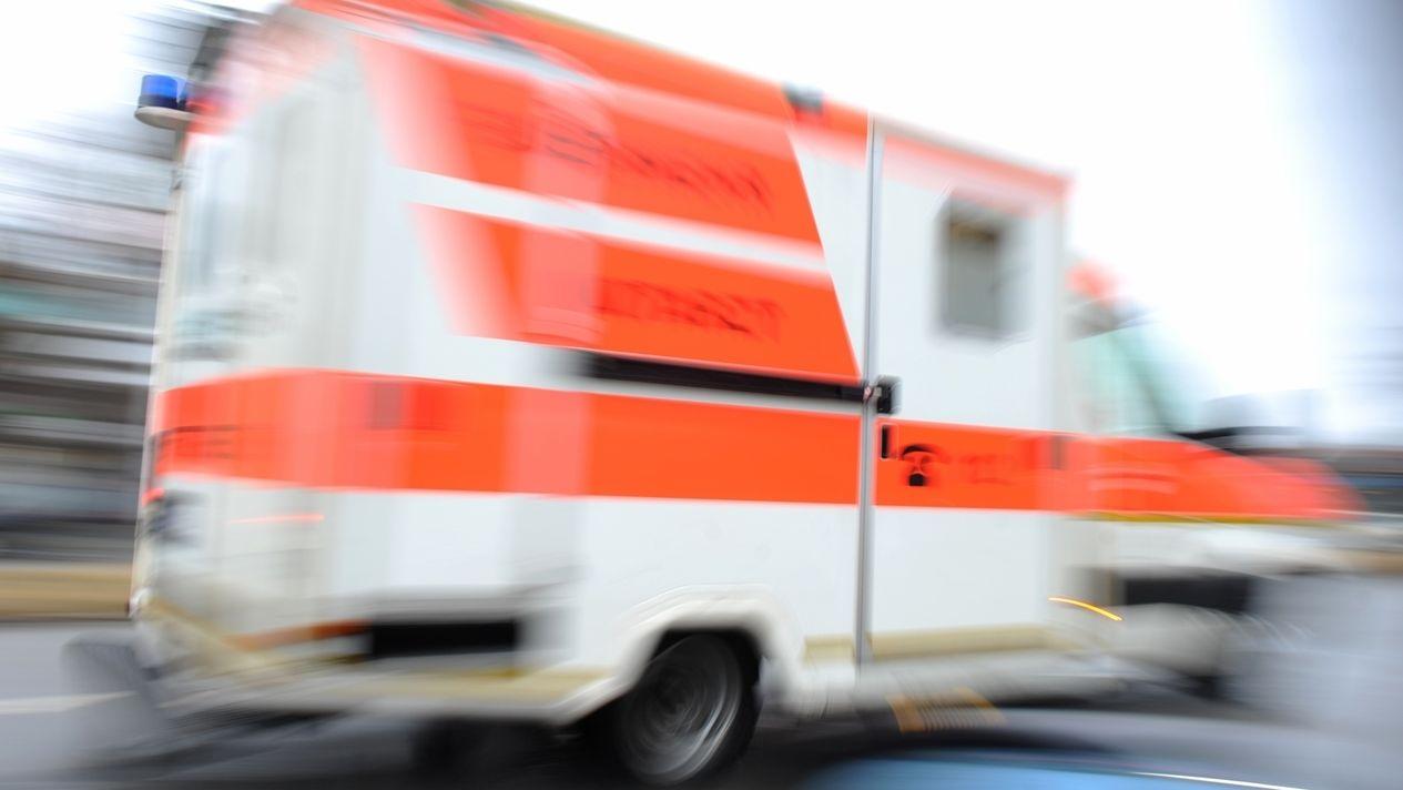 Symbolbild: Rasender Krankenwagen