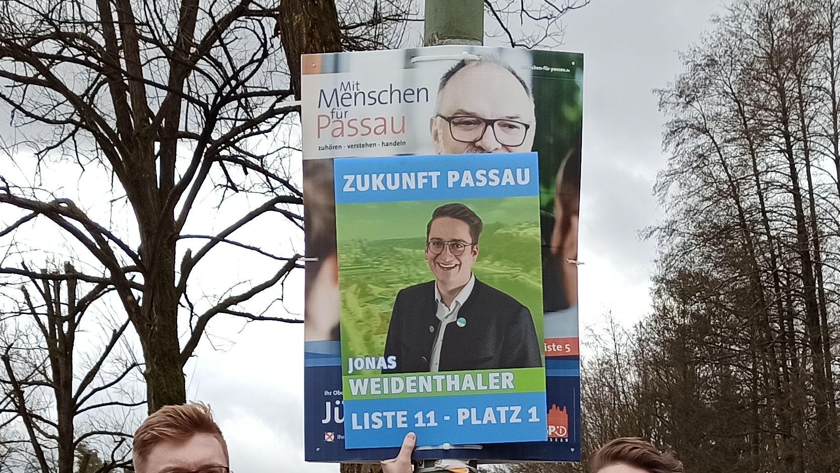 Zukunft Passau darf zur Kommunalwahl nun doch im DIN A2 Format  plakatieren. Das hat das Verwaltungsgericht Regensburg entschieden.