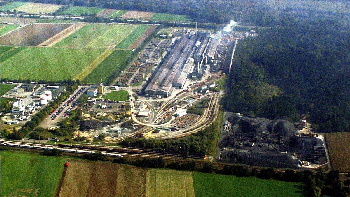 Luftaufnahme der Lech-Stahlwerke in Meitingen