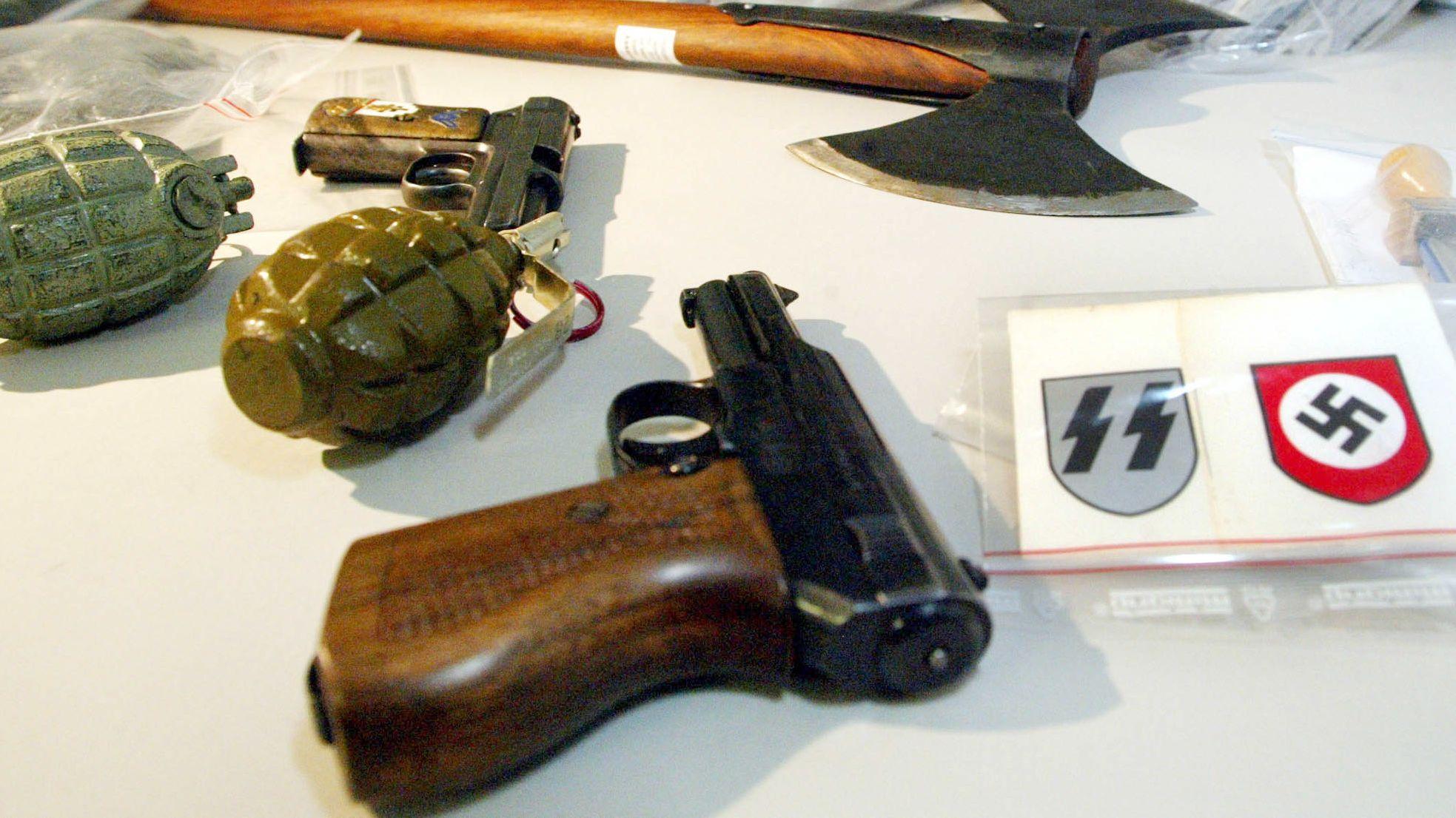 Symbolbild: Waffen von Rechtsextremen in Bayern
