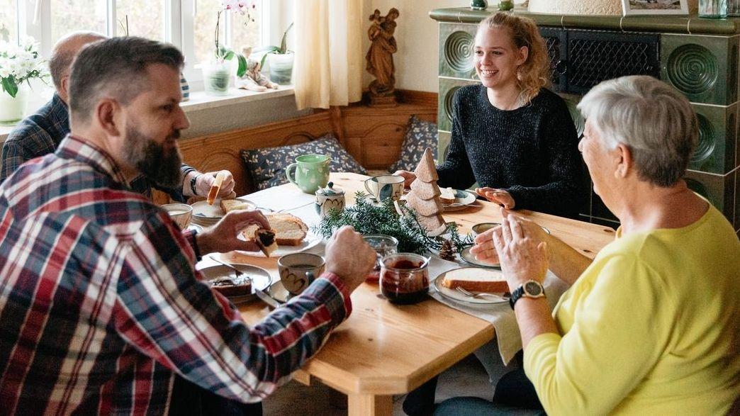Familientreffen an Weihnachten: Ärzte warnen vor einem trügerischen Gefühl der Sicherheit.
