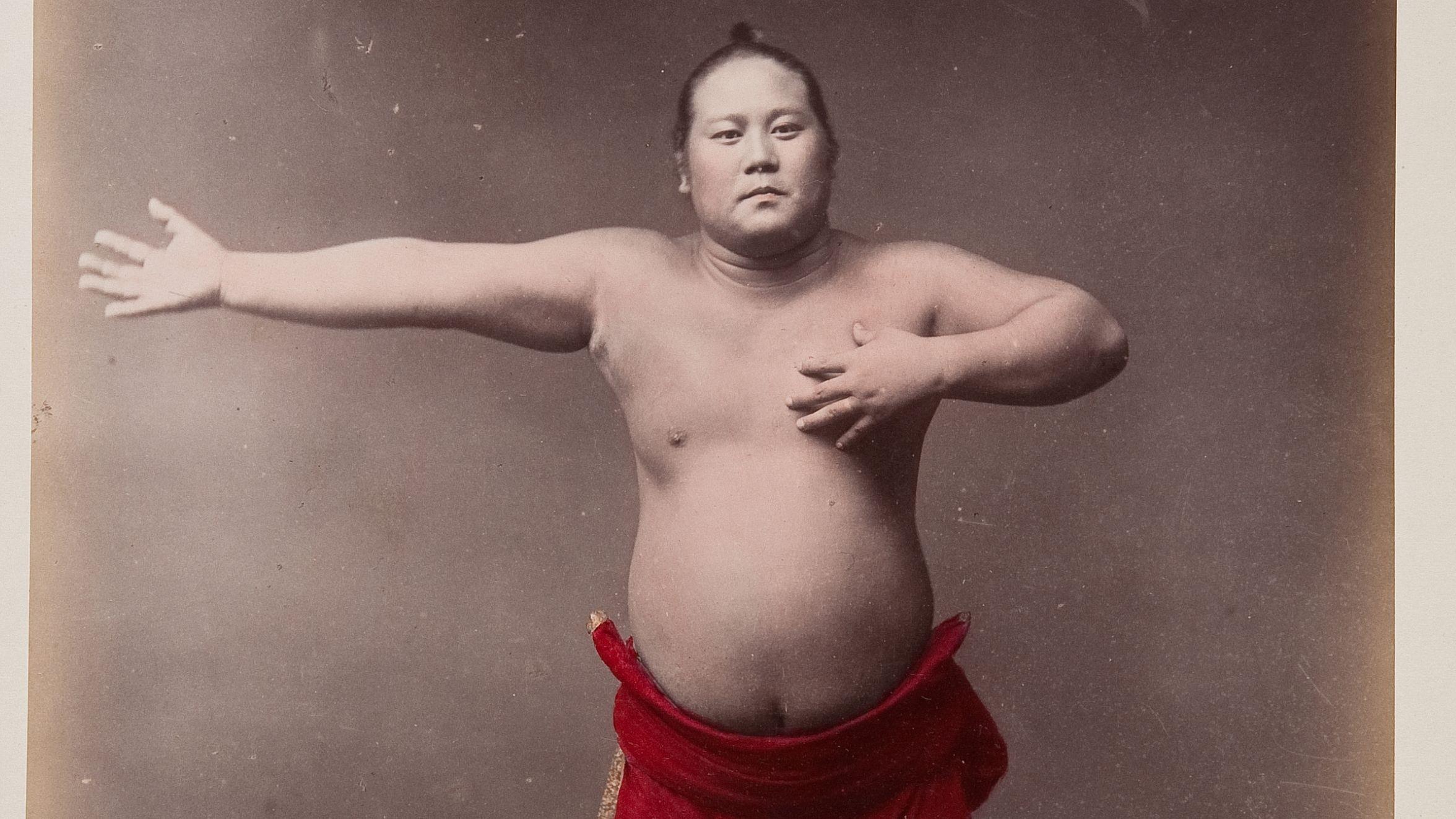 Sumô-Ringer, Fotograf unbekannt, ca.1880-1910, Tokio, Yokohama/Japan, Albumin-Abzug handkoloriert, Museum Fünf Kontinente, Inv.Nr. FO-22-1-41