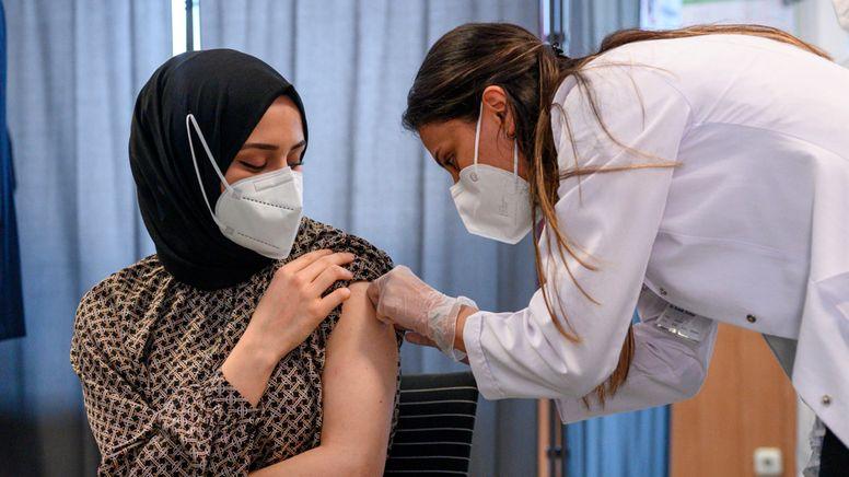 Impfung in Nürnberg (Symbolbild). | Bild:dpa/pa/Daniel Vogl