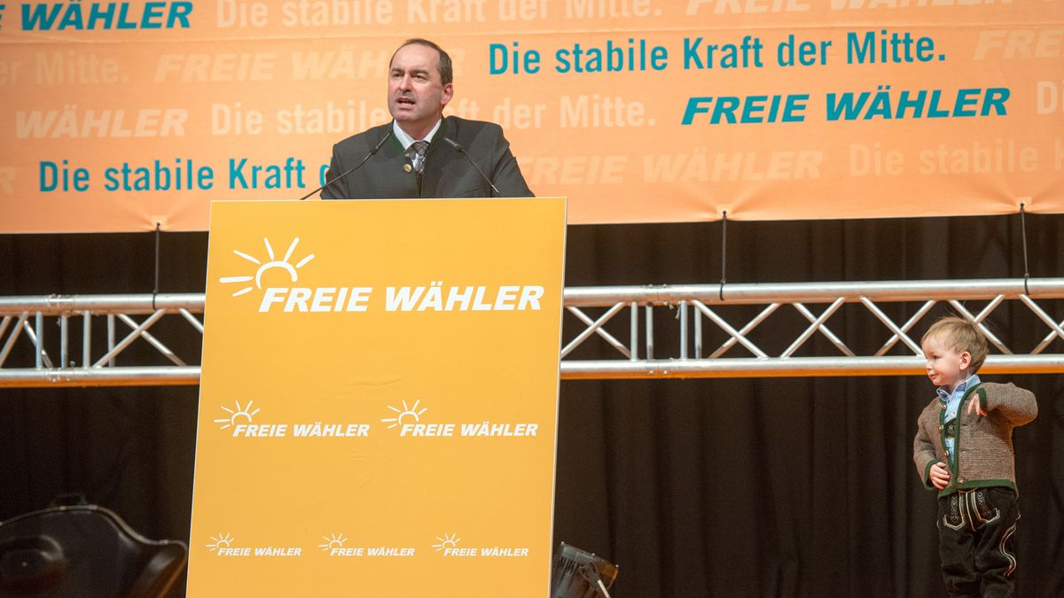 Der Bundes- und Landesvorsitzende der Freien Wähler (FW), Hubert Aiwanger, beim Politischen Aschermittwoch in Deggendorf