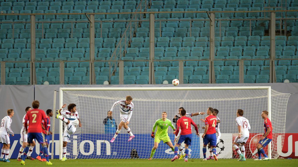 Leere Ränge in den Stadien? Wegen des Coronavirus könnte das schon bald der Fall sein, so wie beim Spiel des FC Bayern gegen ZSKA Moskau. Damals hatte die UEFA gegen Moskau eine Strafe wegen Rassismus verhängt.