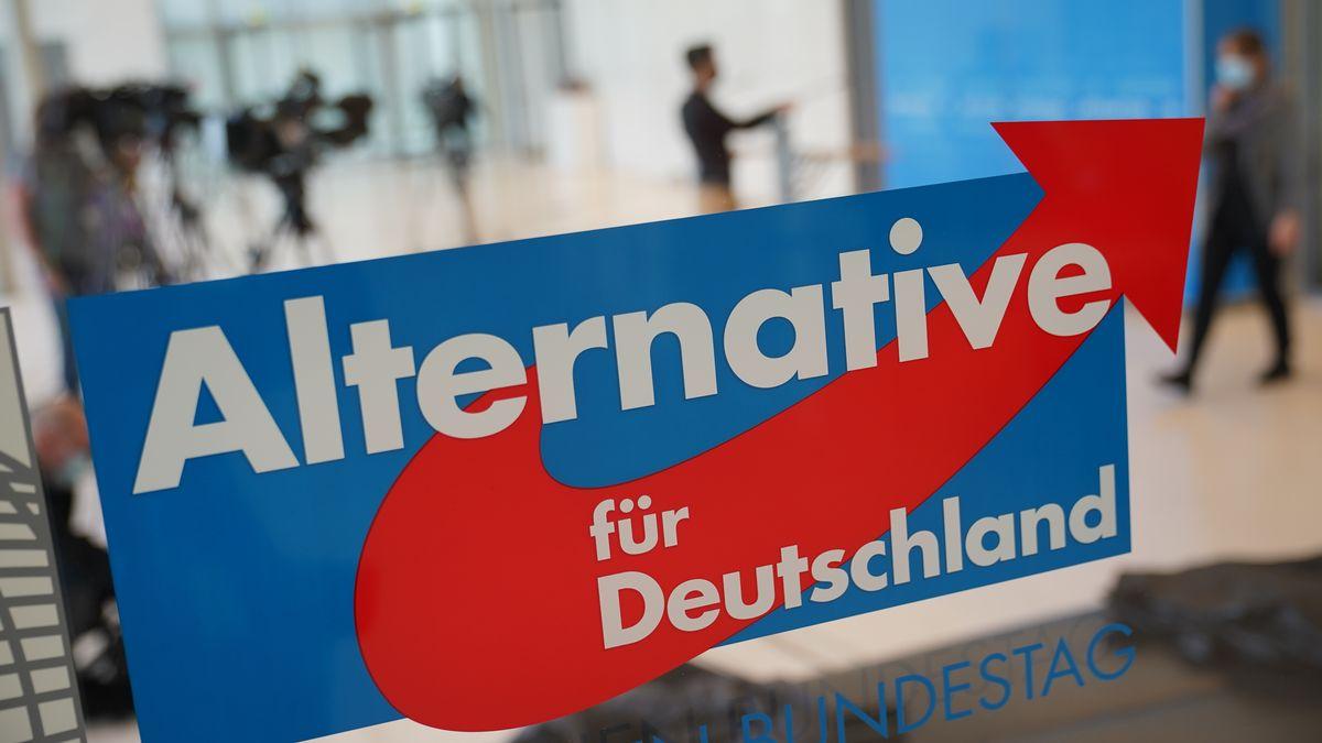 Das Partei-Logo am Eingang zum Fraktionssaal der AfD im Deutschen Bundestag, aufgenommen am 3.3.21.