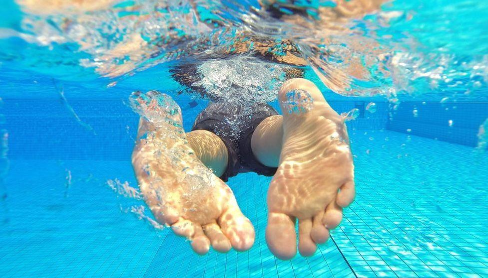 Schwimmer im Schwimmbecken Pool
