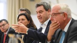 Koalitionsverhandlungen CSU und Freie Wähler | Bild:dpa-Bildfunk