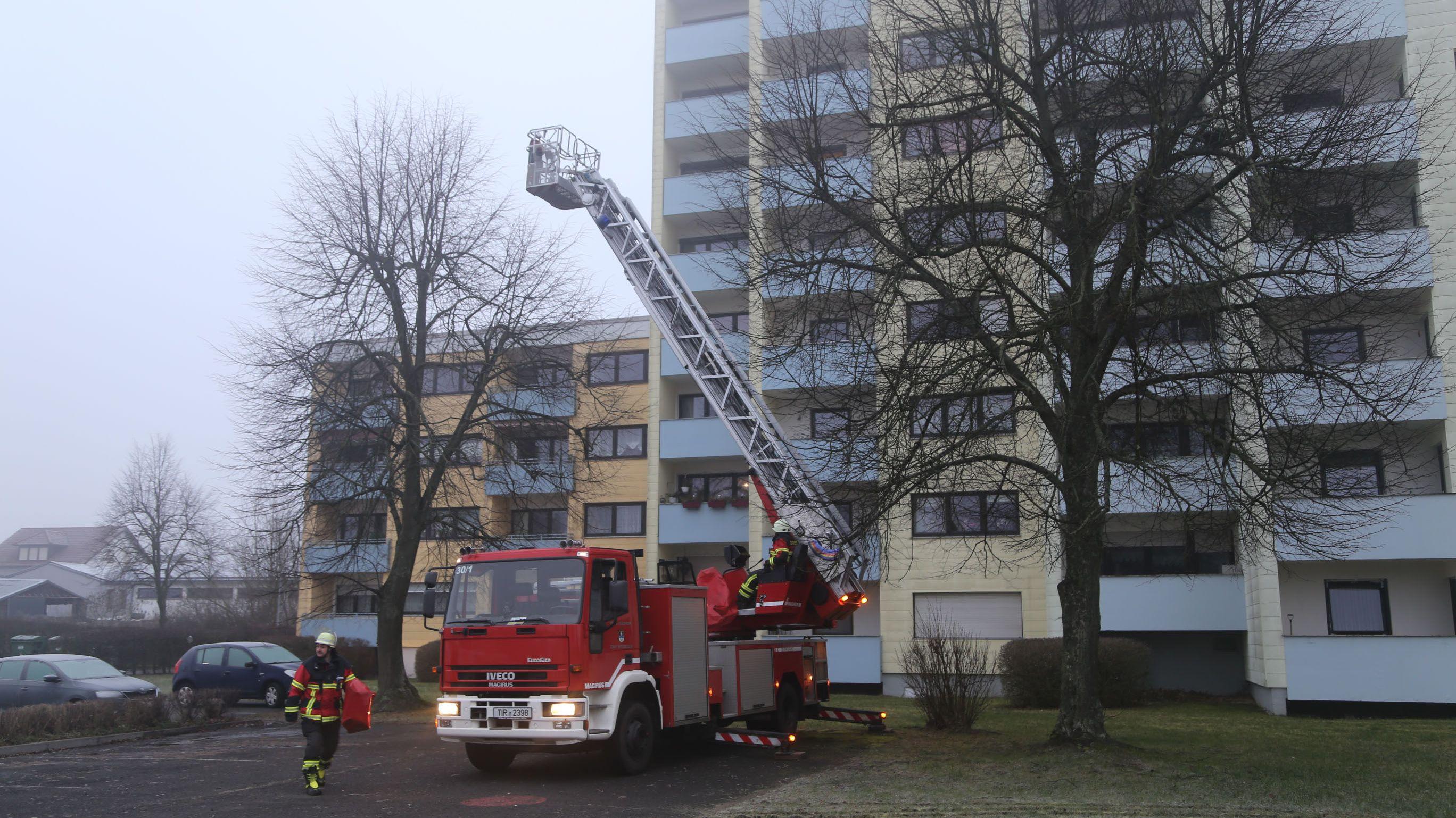 Die Feuerwehr war mit einer Drehleiter am Einsatzort.