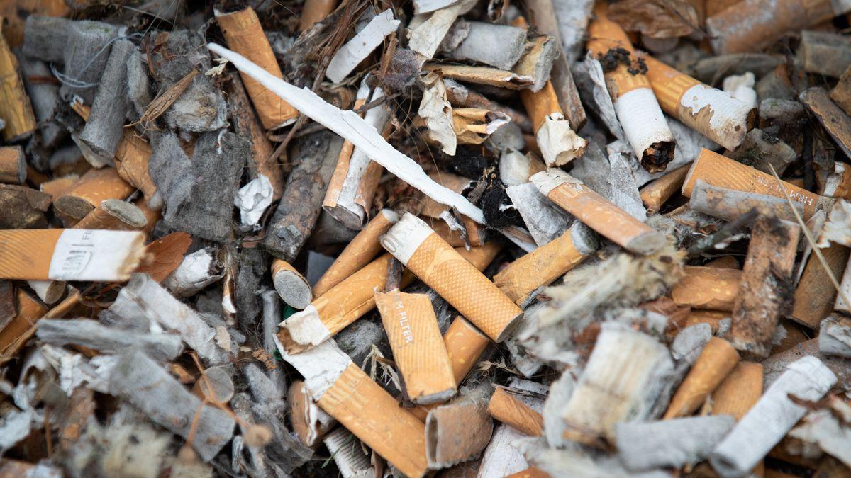 Gestapelte Zigarettenstummel