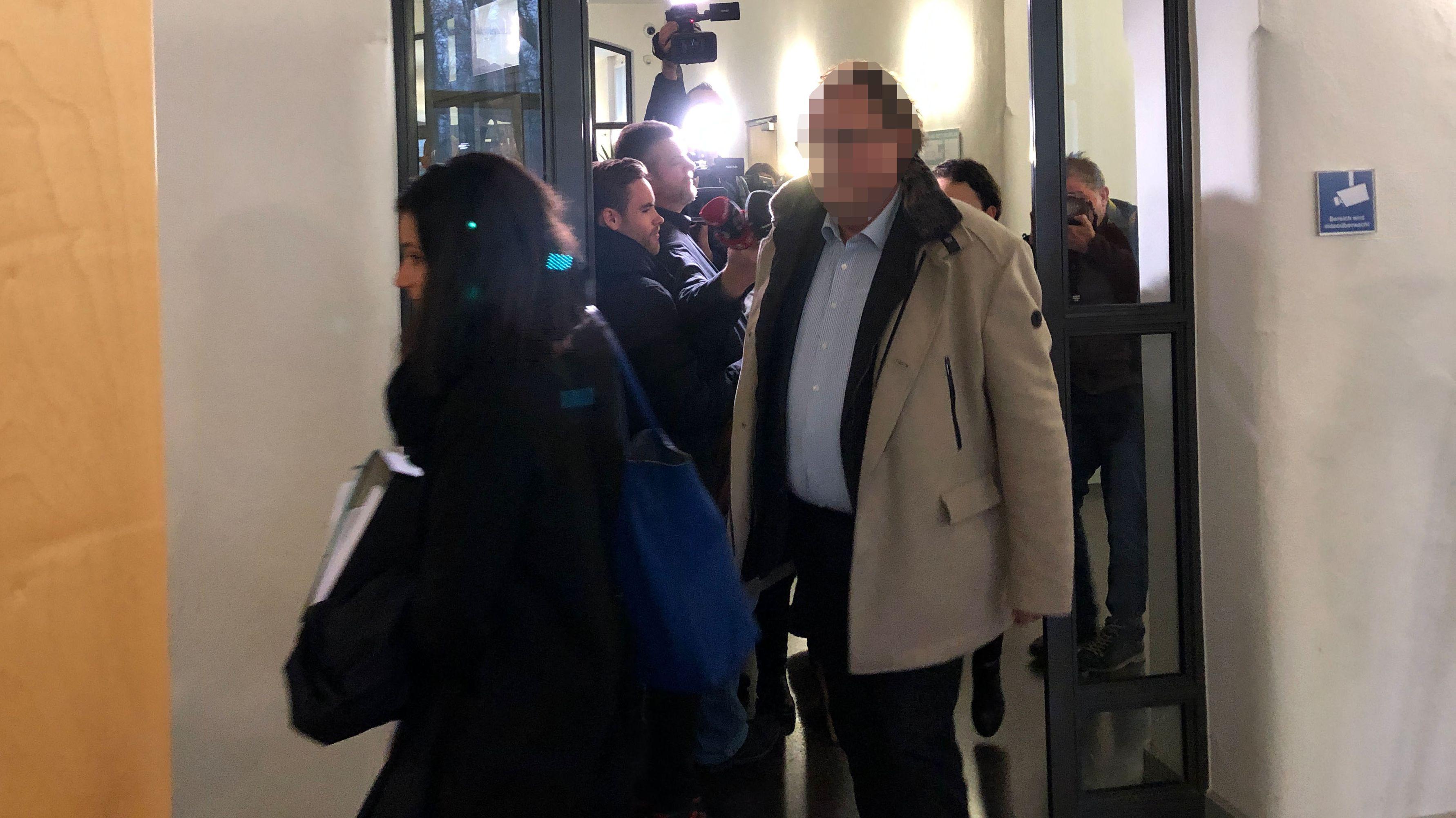 Angeklagt ist ein Unternehmer, der die Kommunalwahl 2014 in Geiselhöring gefälscht haben soll.