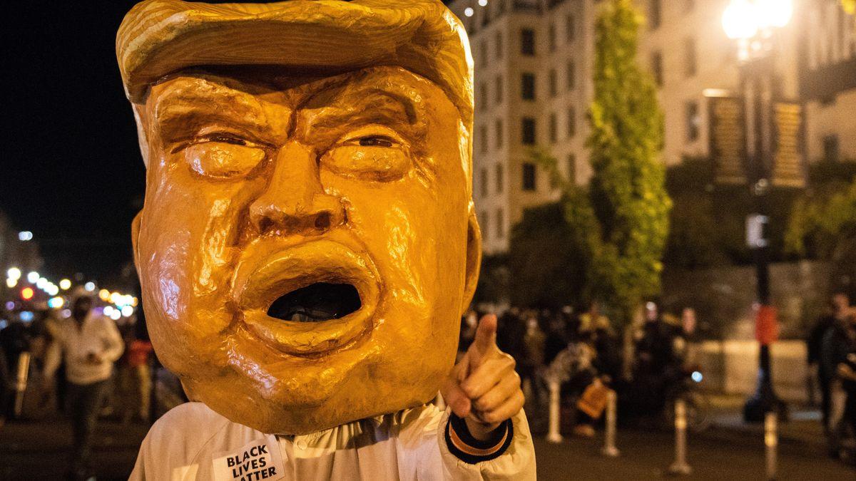 Demonstrant mit Trump-Maske in der Hauptstadt Washington.