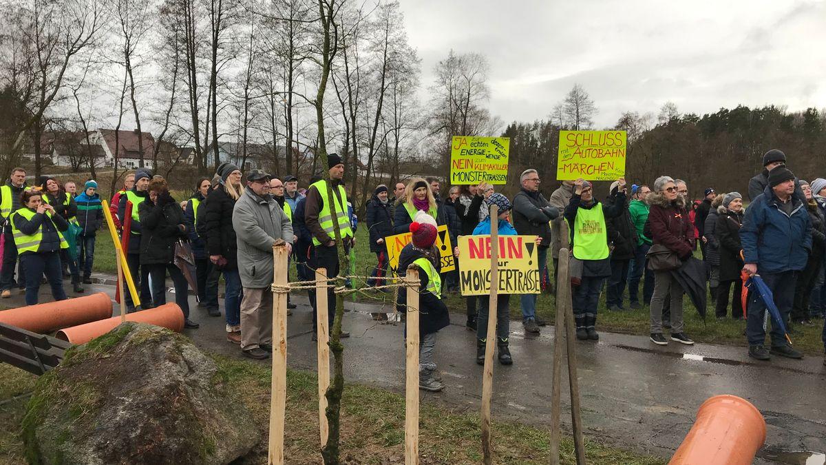 """Trassengegner der Bürgerinitiative """"Neustadt/Weiden für eine dezentrale Energiewende"""" in Störnstein"""