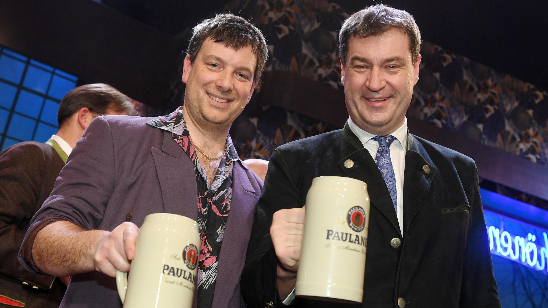 Ministerpräsident Markus Söder (CSU, r) und sein Double, der Schauspieler Stephan Zinner am Münchner Nockherberg.