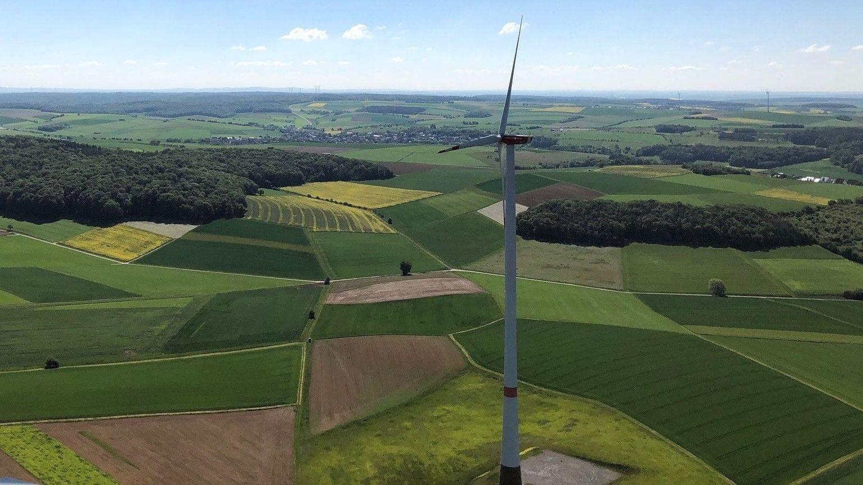 In der Gemeinde Altertheim (Lkr. Würzburg) haben Bürgerinnen und Bürger eine Genossenschaft gegründet, um klimafreundliche Windräder zu bauen.