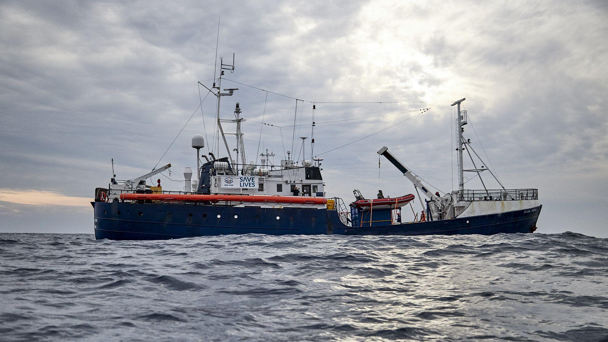 """Das deutsche Rettungsschiff """"Alan Kurdi"""" der Hilfsorganisation Sea-Eye vor der Küste Libyens"""