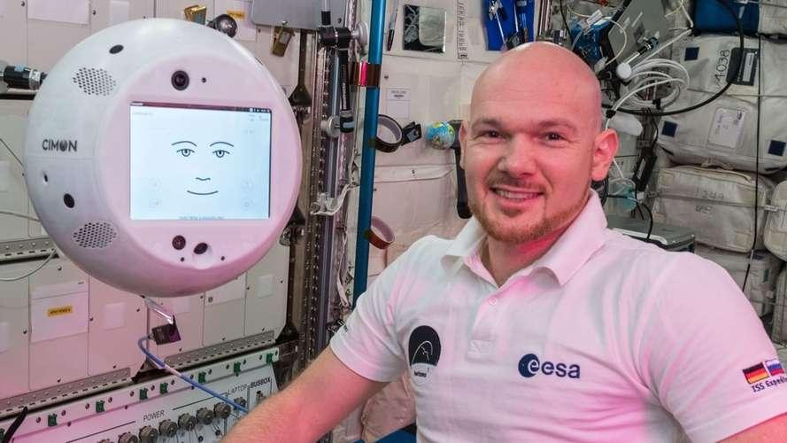 KI-Assistent Cimon und Astronaut Alexander Gerst