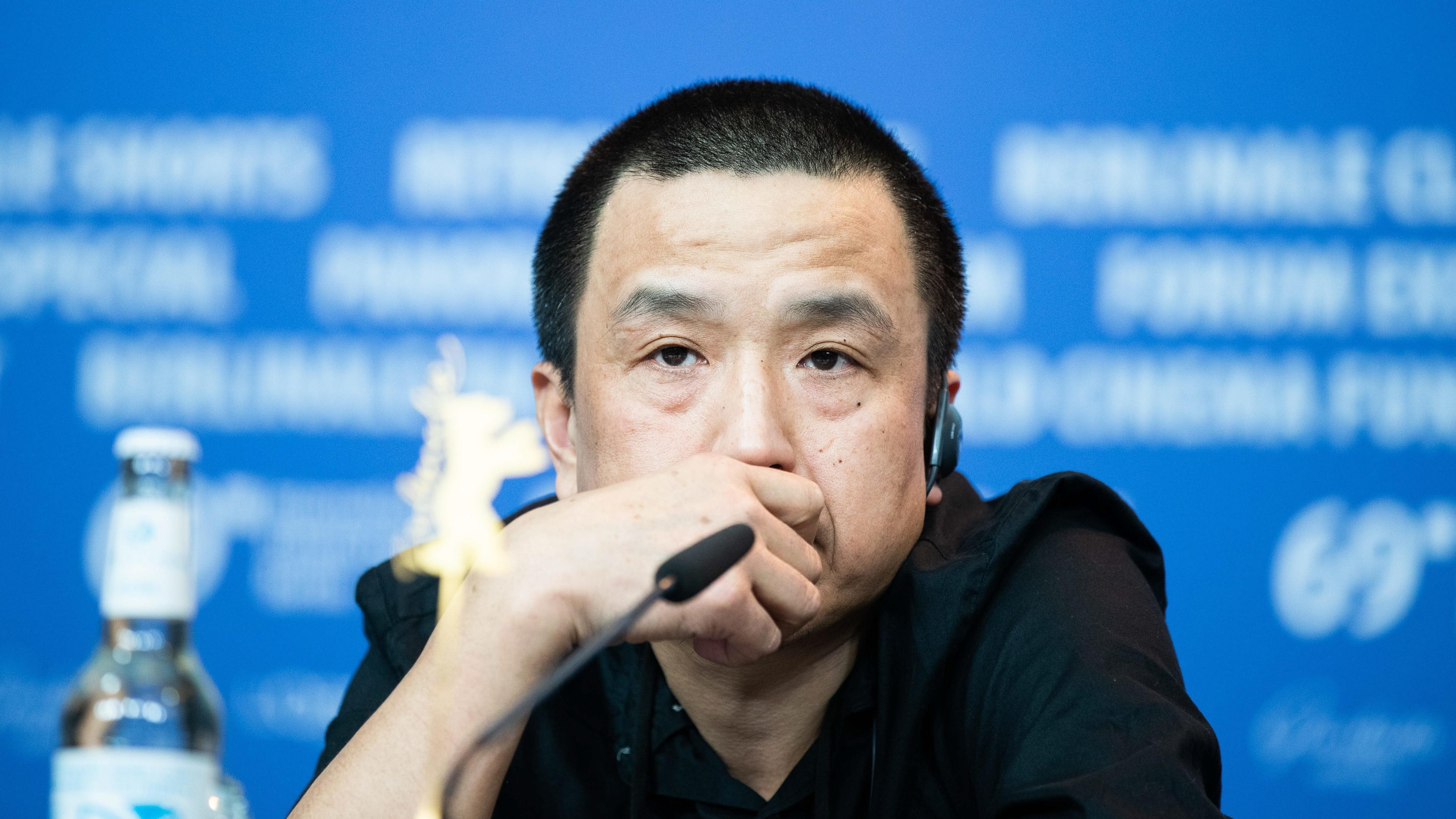 """Lou Ye bei der Pressekonferenz zu seinem Film """"The Shadow Play"""" auf der 69.ten Berlinale"""