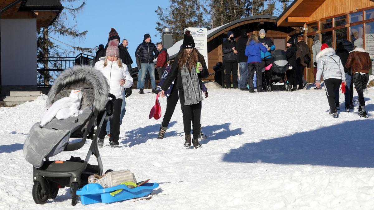 Touristen im Skigebiet von Zakopane