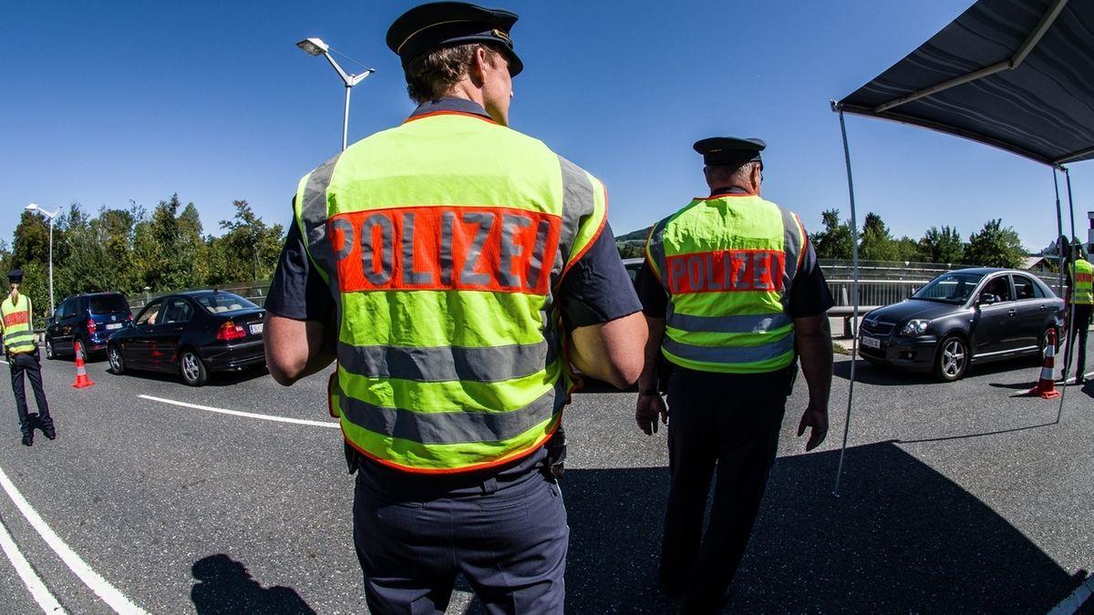 Die bayerische Grenzpolizei an der Saalbrücke in Freilassing