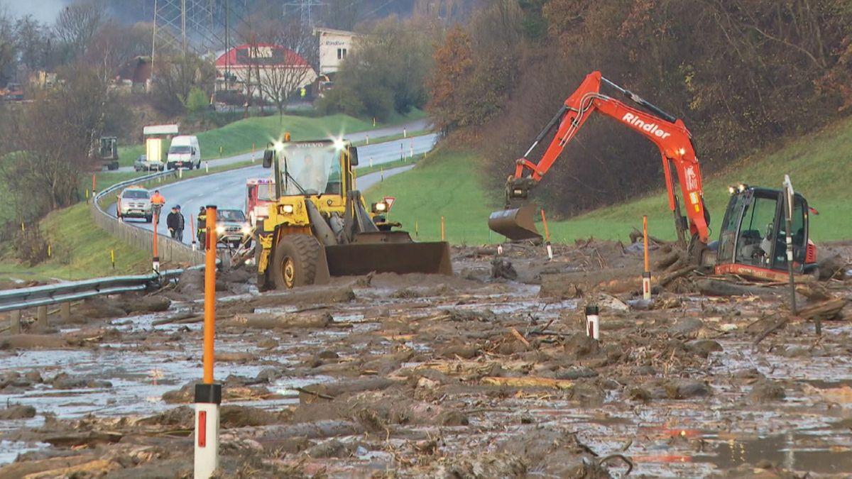 Unwetter in Österreich: Hochwasser und Lawinen