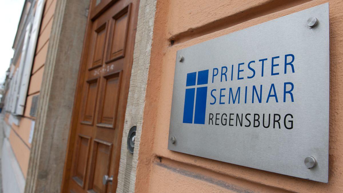Das Priesterseminar am Regensburger Bismarckplatz.