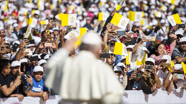 Papst feiert in Abu Dhabi Messe mit 170.000 Gläubigen