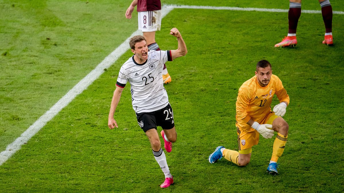 Thomas Müller freut sich über sein Tor zum 3:0 gegen Lettland.