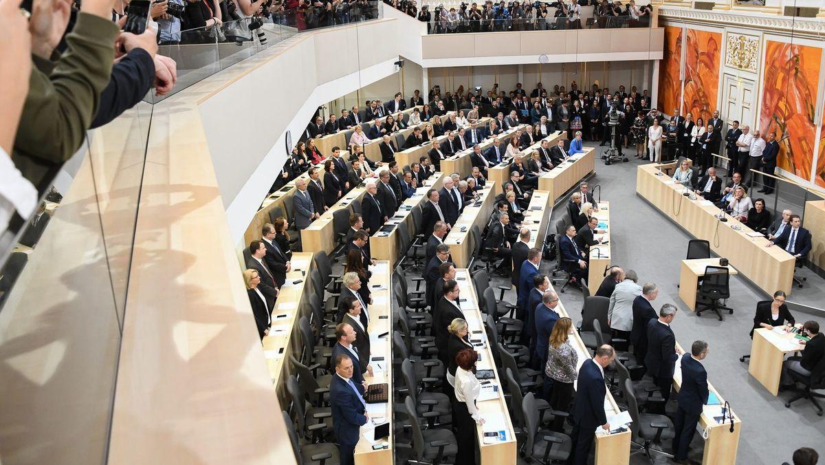 Blick von oben auf den österreichischen Nationalrat