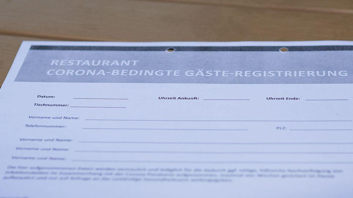 Eine Gäste-Registrierung auf Papier.
