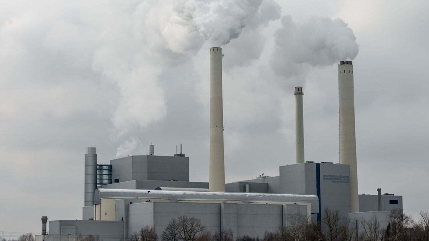 Heizkraftwerk München Nord im Betrieb.