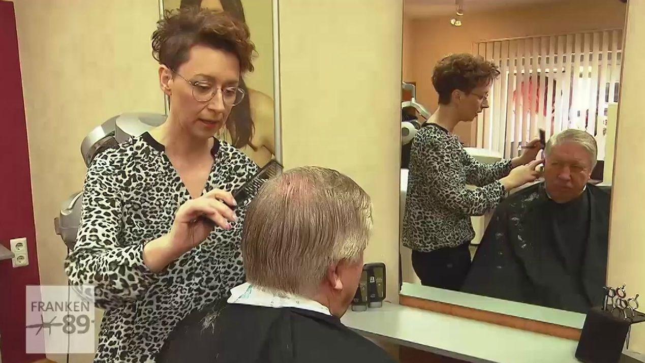 Carolin Dietz in ihrem Friseursalon in Mellrichstadt