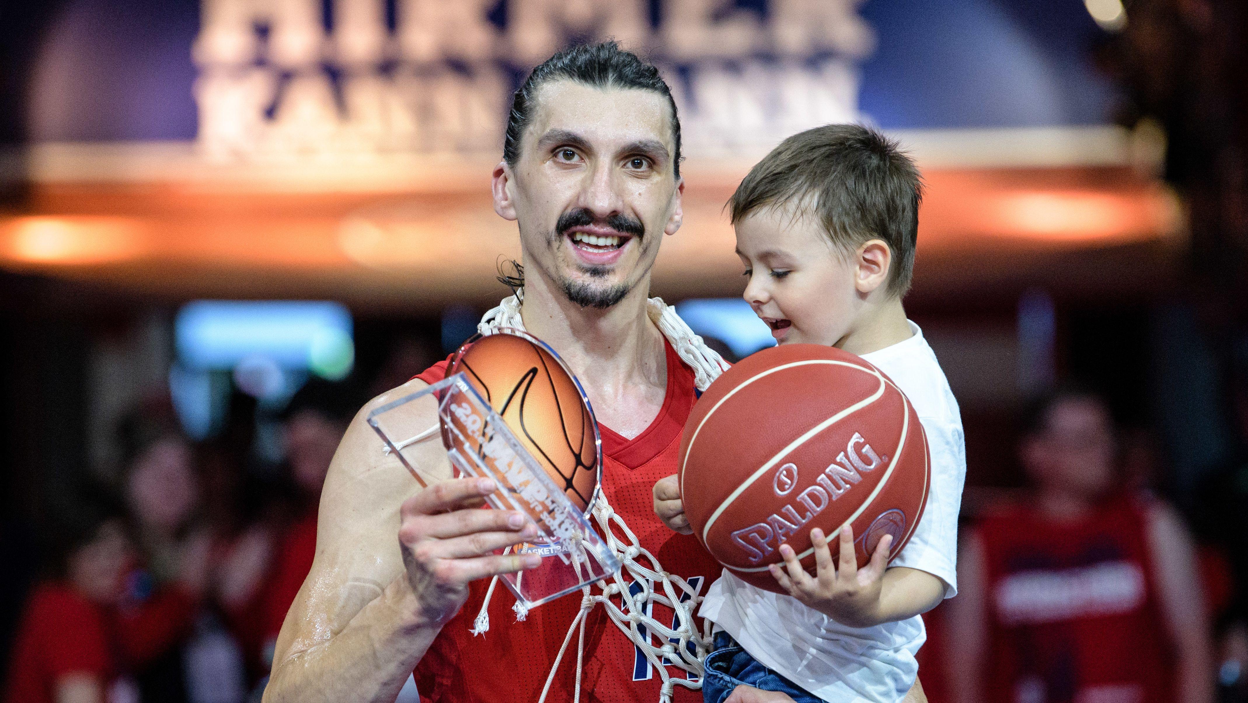"""MVP"" Nihad Djedovic mit seinem Sohn"