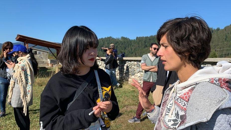 Gergana Slavova im Gespräch mit einer chinesischen Bloggerin