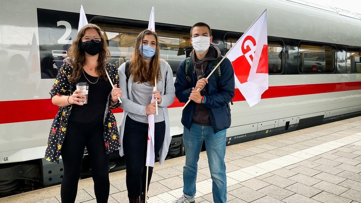 Studierende aus Erlangen fahren zu einer Demonstration nach Berlin
