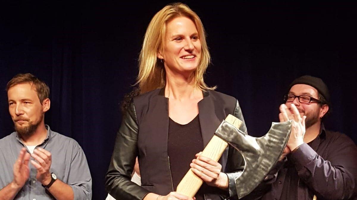 Lucy van Kuhl mit dem Scharfrichterbeil 2019