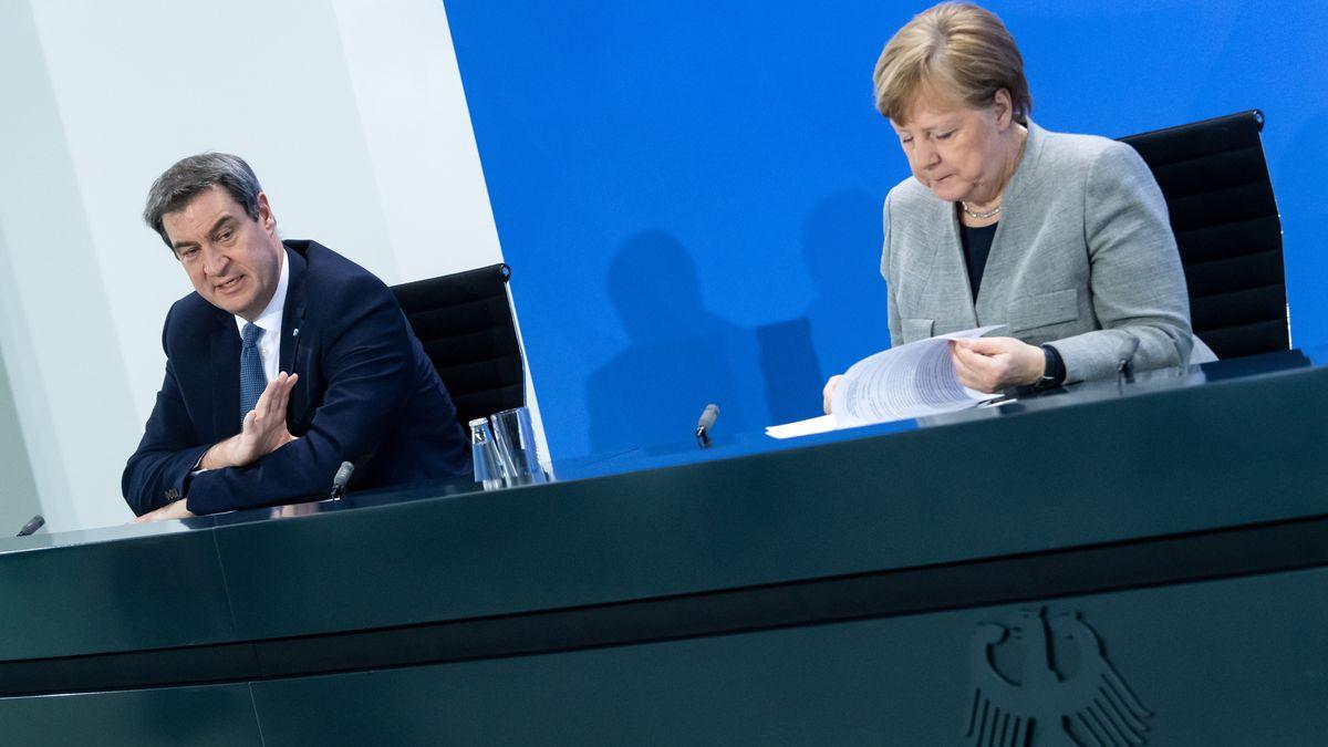 Archivbild: Söder und Merkel