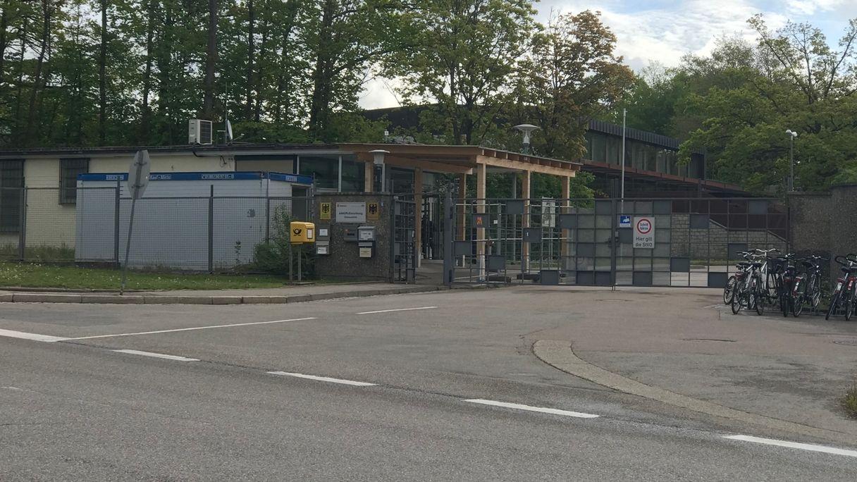 Der Eingang des Ankerzentrums in Donauwörth