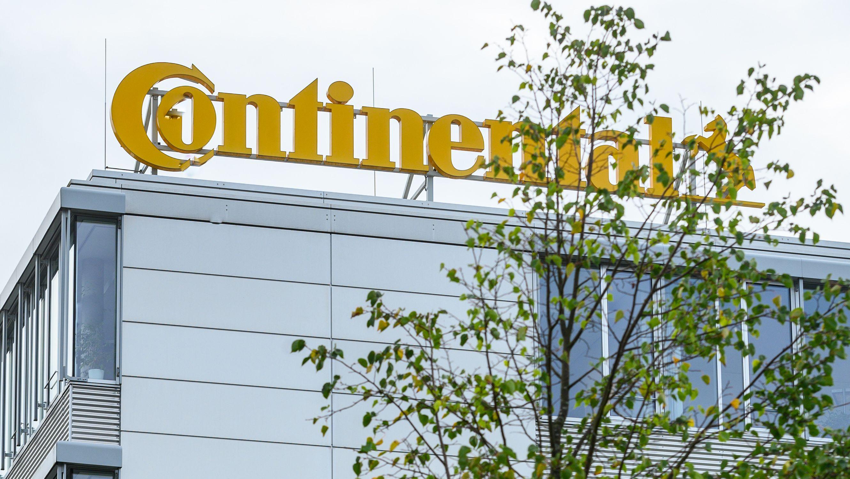 """Continental will das Werk in Roding schließen - das wollen Politik, Beschäftigte und Gewerkschaft verhindern. Wirtschaftsminister Aiwanger hat deshalb zu einem """"Runden Tisch"""" eingeladen."""