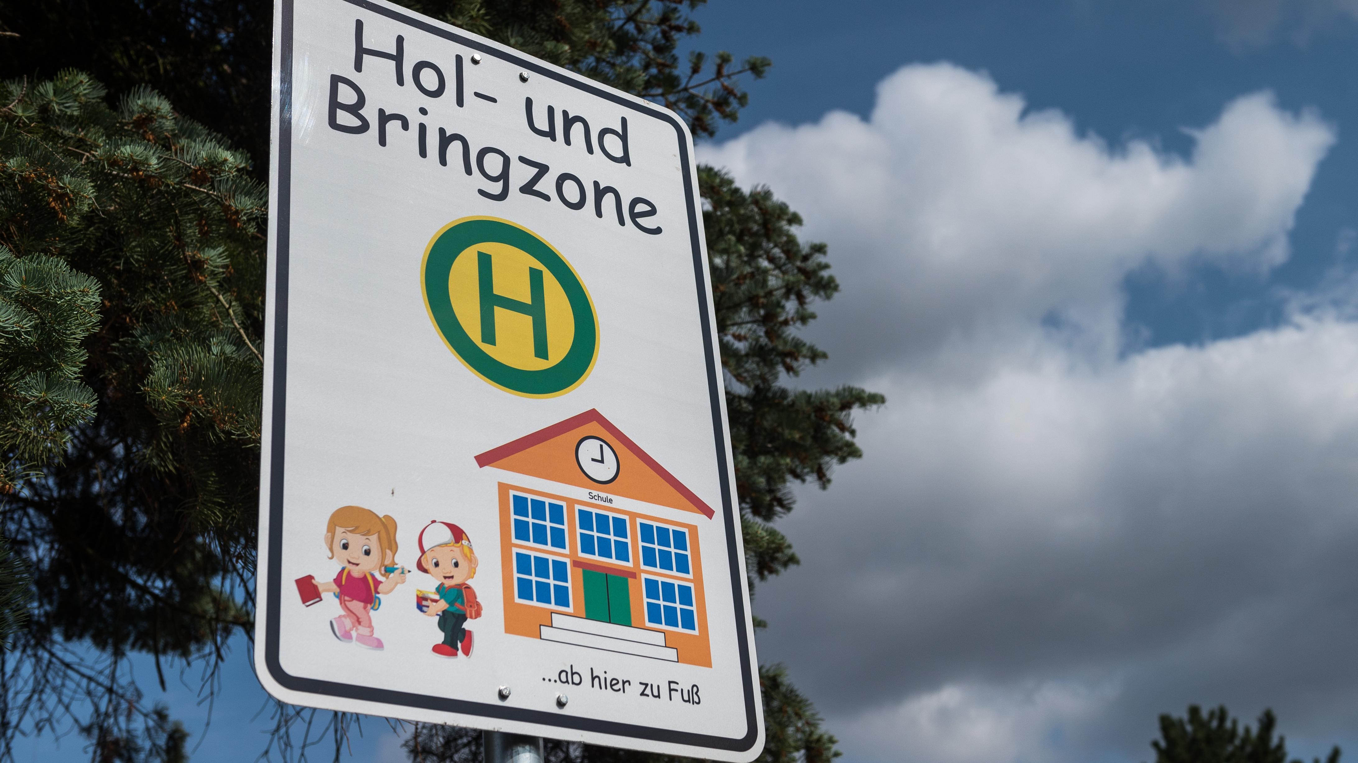 Solche Elternhaltestellen soll es künftig auch an vielen Schulen in der Oberpfalz geben.