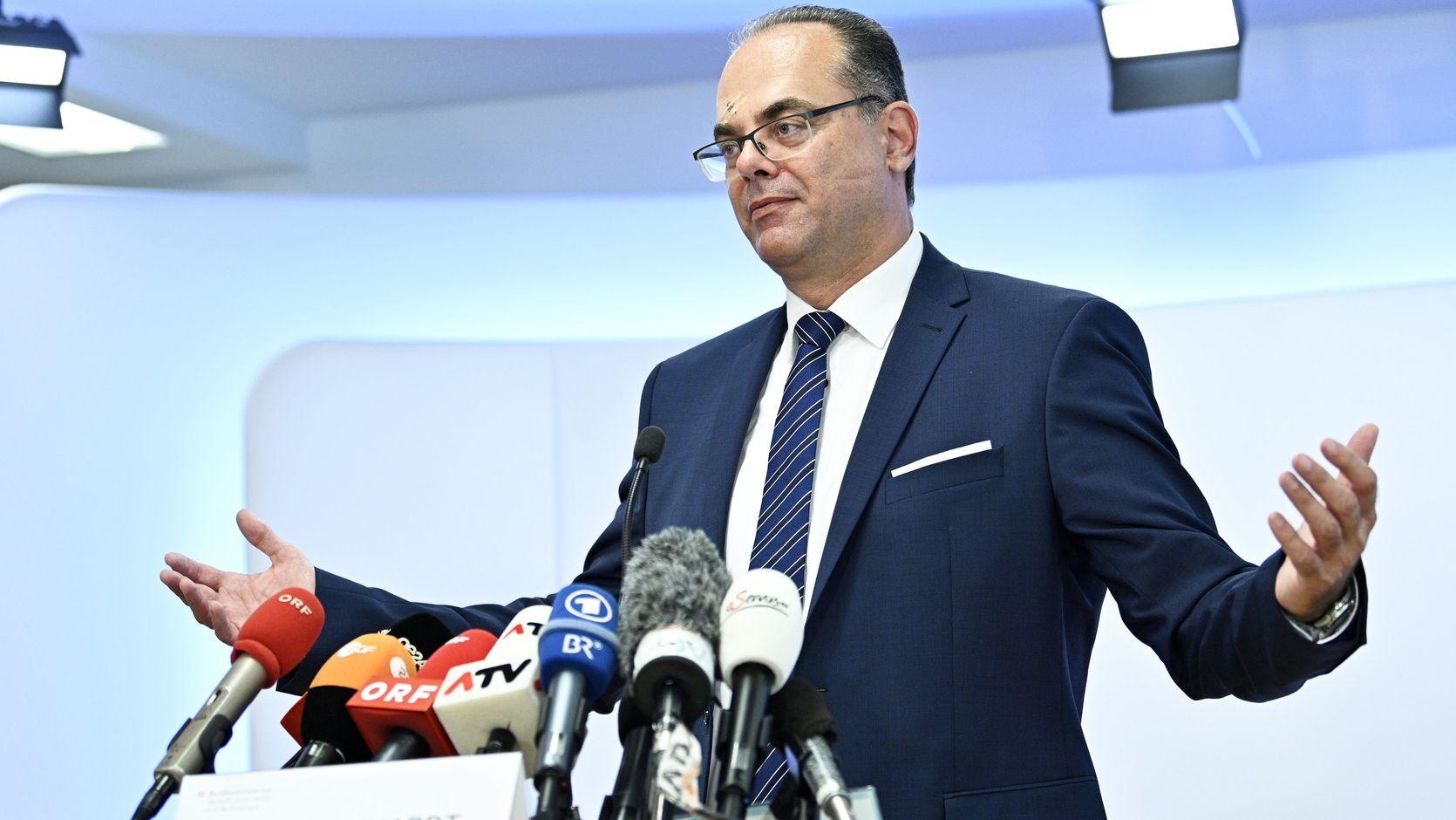 Andreas Reichhardt (Verkehrsminister Österreich) bei der Pressekonferenz zum Urteil des Europäischen Gerichtshofs zur Pkw-Maut in Deutschland.