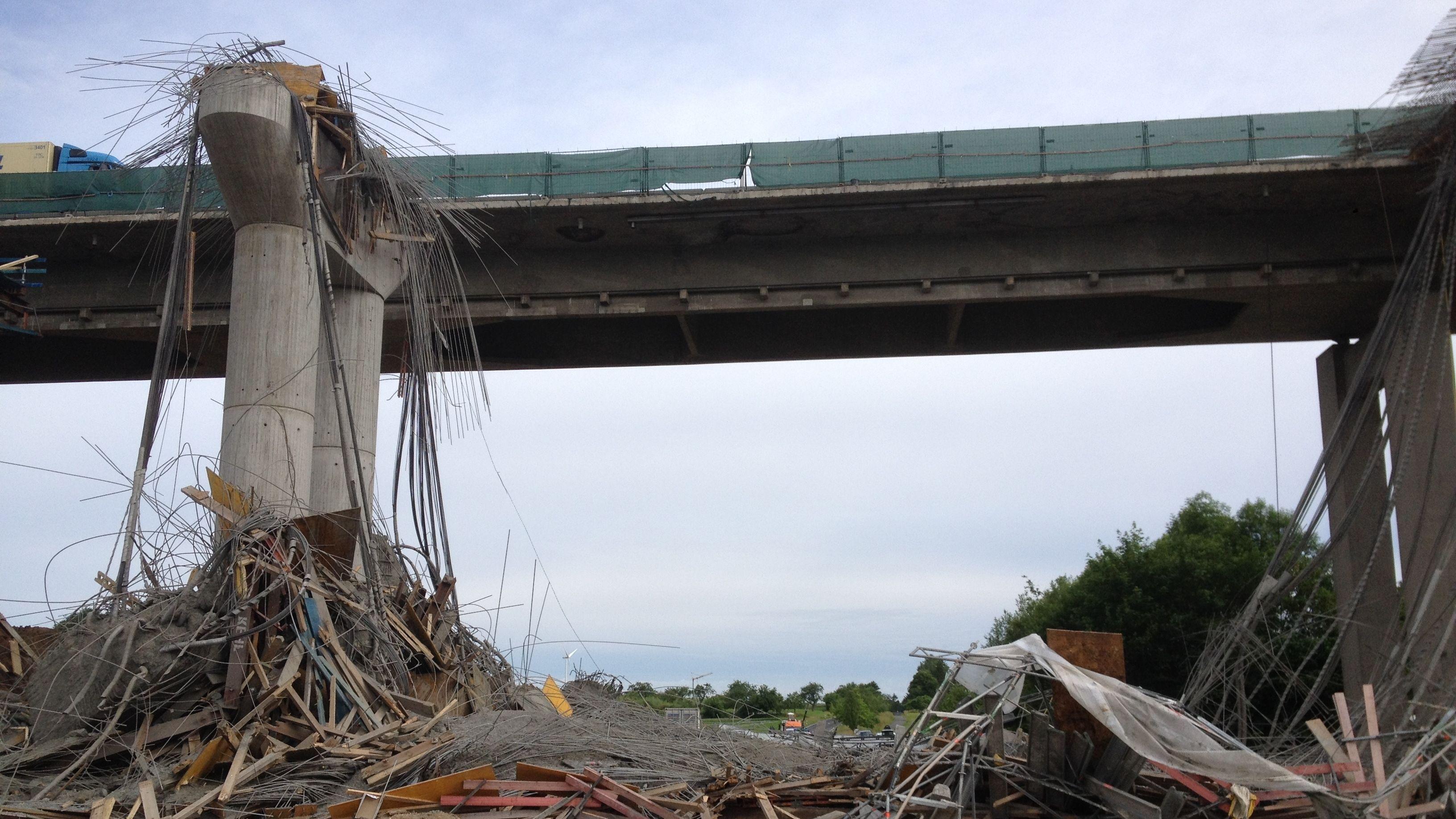 Eingestürzte Brücke bei Schraudenbach
